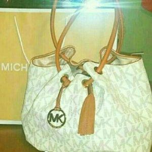 Final Price !Michael Kors Vanilla Logo handbag